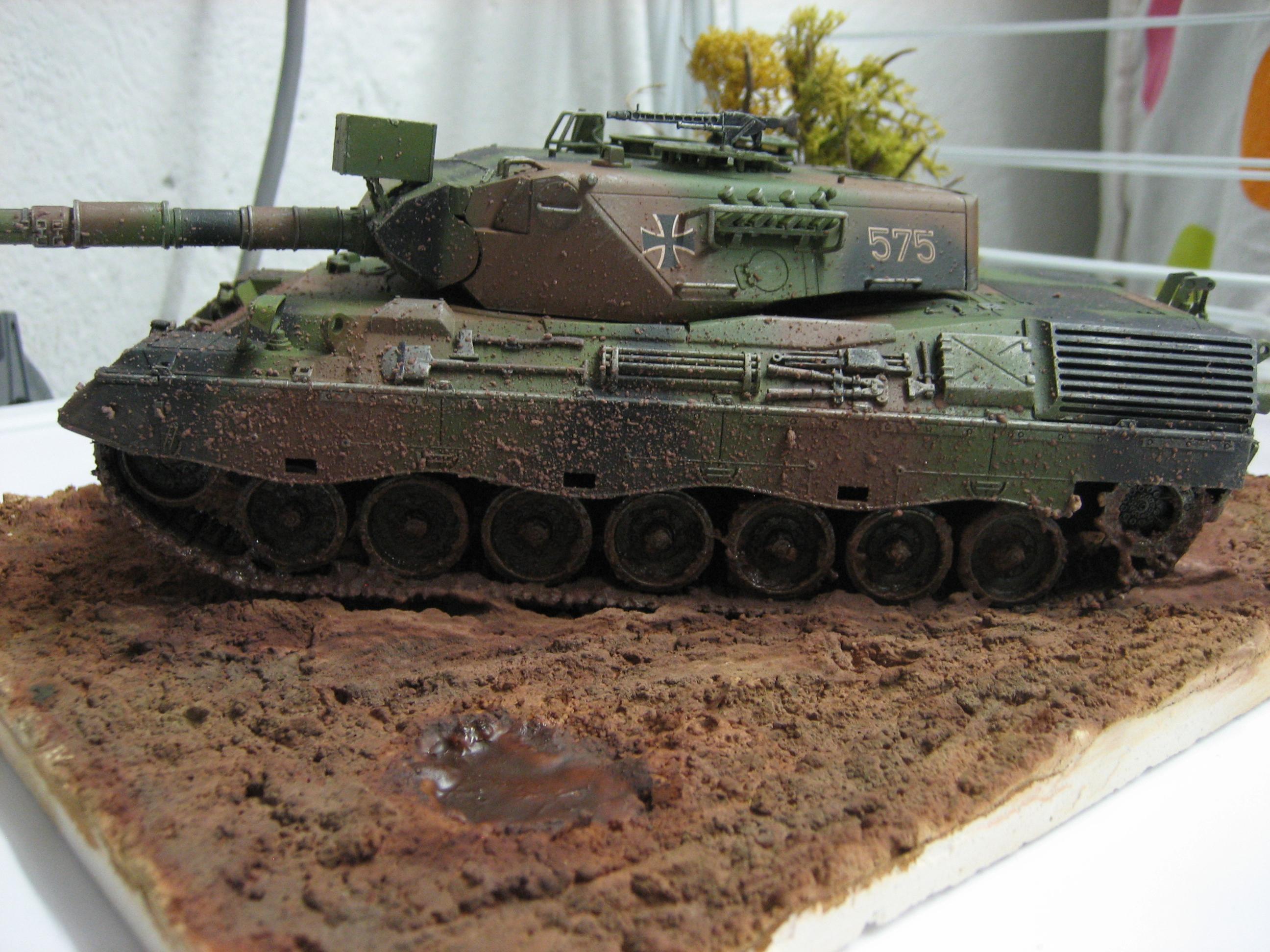 Leopard model 1979 en cours de montage 1202041212121445159391225