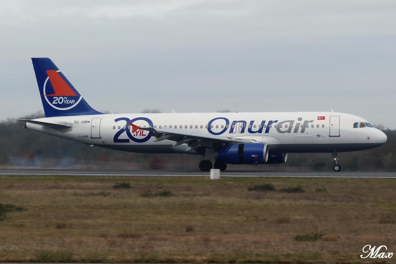 "Spotting du 17.02.2012 : Onur ""20th years"", Easy ""Pride of Lisbon"", B739, A333, B772... 1202180143121438369453571"