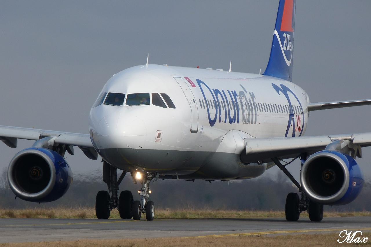 "Spotting du 17.02.2012 : Onur ""20th years"", Easy ""Pride of Lisbon"", B739, A333, B772... 1202180143141438369453583"