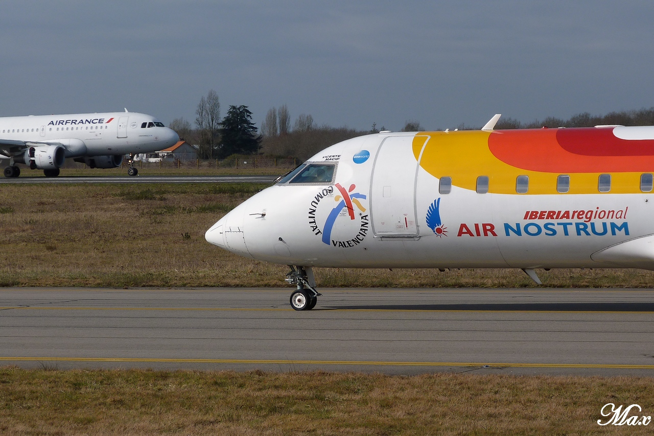 "Spotting du 17.02.2012 : Onur ""20th years"", Easy ""Pride of Lisbon"", B739, A333, B772... 1202180156551438369453594"