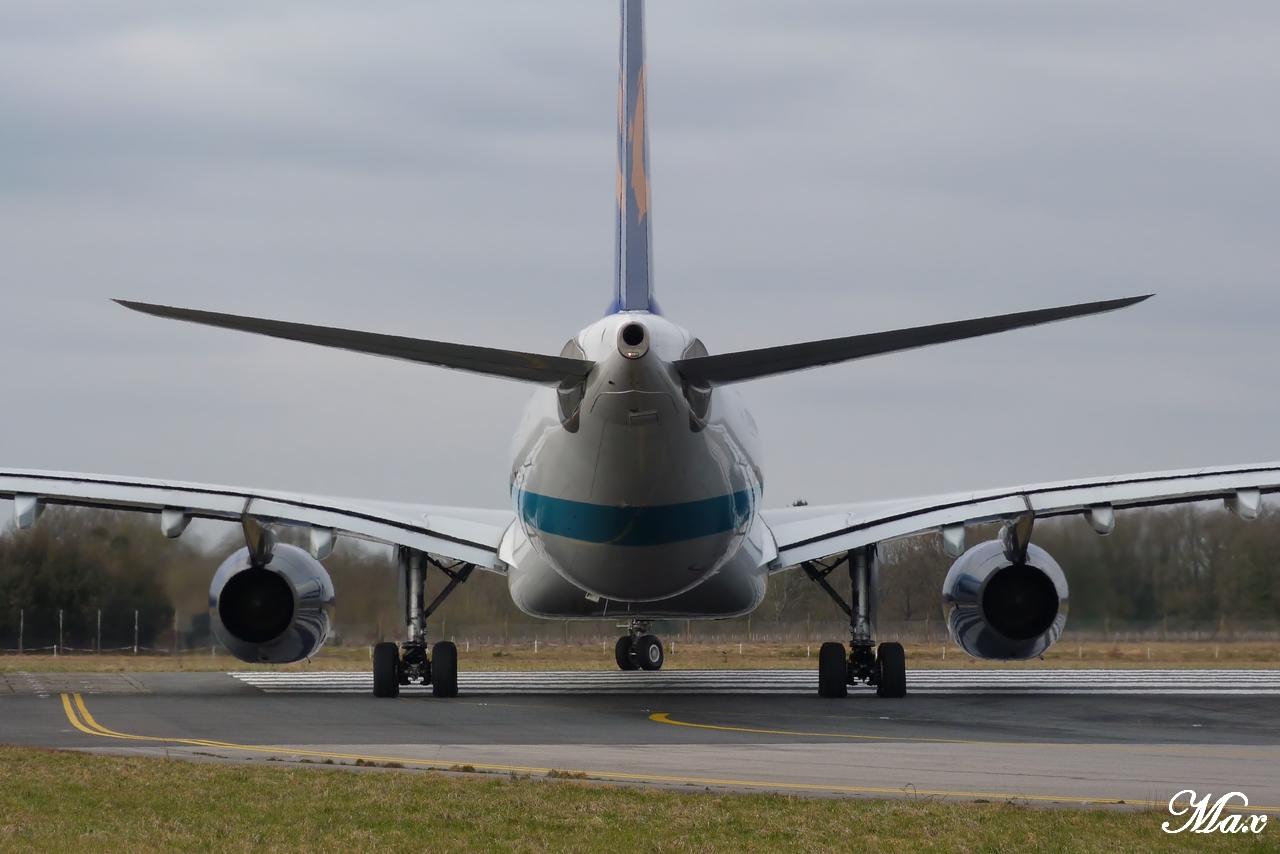 "Spotting du 17.02.2012 : Onur ""20th years"", Easy ""Pride of Lisbon"", B739, A333, B772... 1202180156561438369453599"