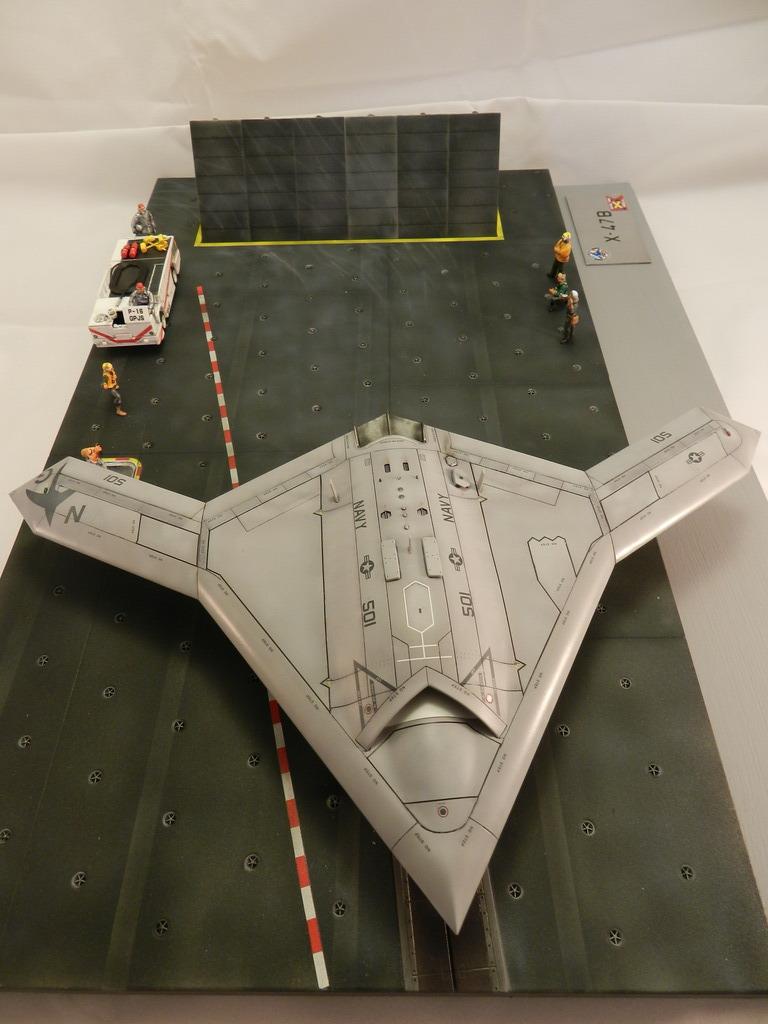 1  72 platz x-47b and italeri carrier deck