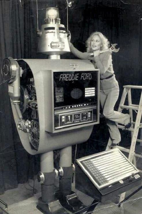 ROBOTIKMACHINE - Freddie Ford dans Robotikmachine 17053001214015263615067871