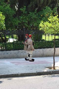 La relève de la garde devant<br /> le Palais.jpg