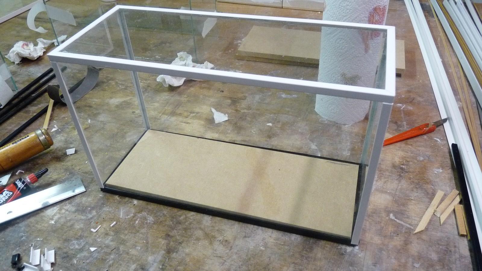 fabriquer une vitrine fabriquer ses propres vitrines en verre. Black Bedroom Furniture Sets. Home Design Ideas