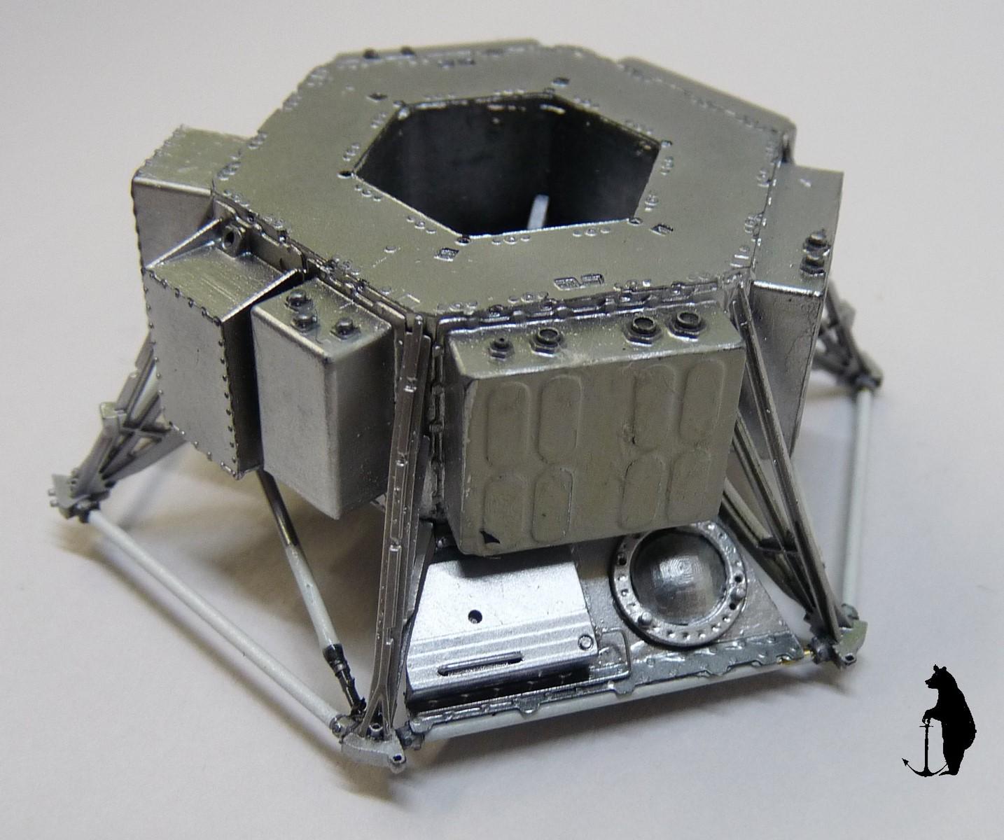 Crash-test planétaire : la sonde lunaire Ranger 8 au 1/24e 17072103223523134915160145