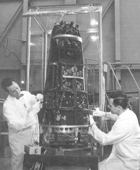 Crash-test planétaire : la sonde lunaire Ranger 8 au 1/24e 17072103323823134915160239