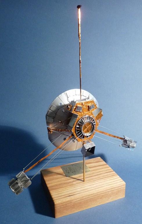 Envoyons-nous en l'air avec Pioneer 10 [1/24e RealSpace Models]  17072112463723134915159351