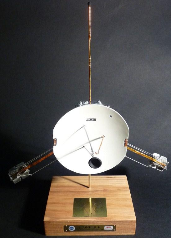 Envoyons-nous en l'air avec Pioneer 10 [1/24e RealSpace Models]  17072112465023134915159361