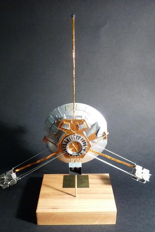 Envoyons-nous en l'air avec Pioneer 10 [1/24e RealSpace Models]  17072112465223134915159363
