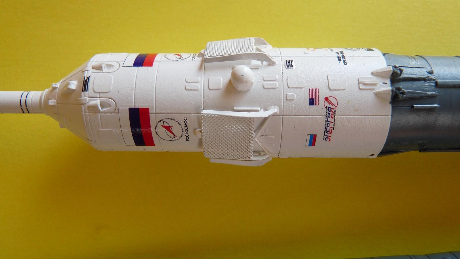 La fusée russe Soyouz TMA-21 sur son pas de tir au 144e  17072611354423134915171427