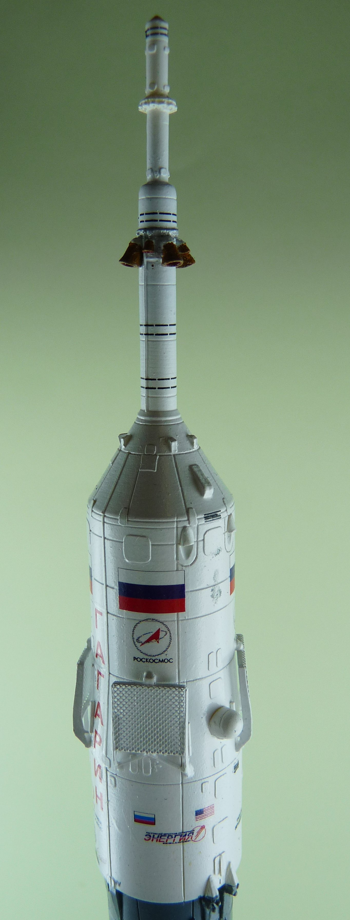 La fusée russe Soyouz TMA-21 sur son pas de tir au 144e  17072611365423134915171439
