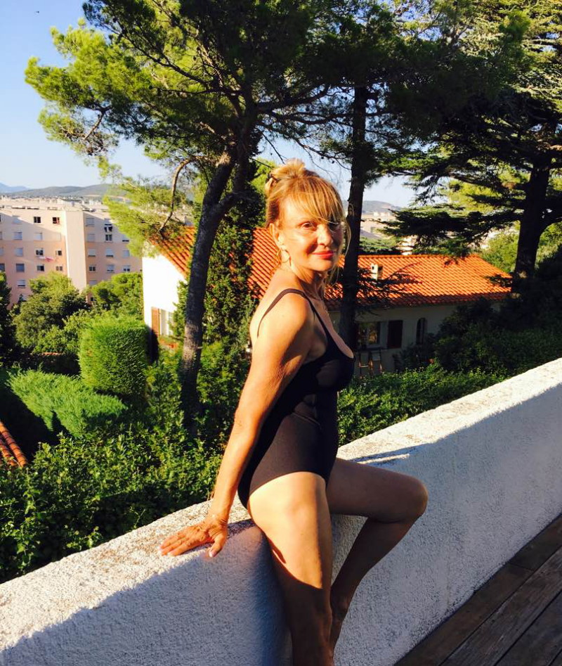 photo jennifer ayache nue jeune et belle fille nue de luxe