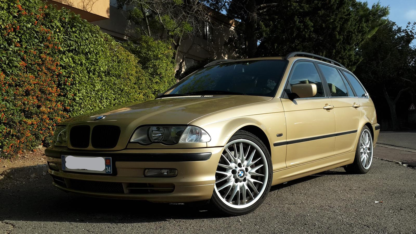 BMW 330i - 1