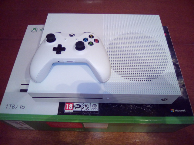 (VDS) Xbox one s comme neuve  17090503565421095815256110