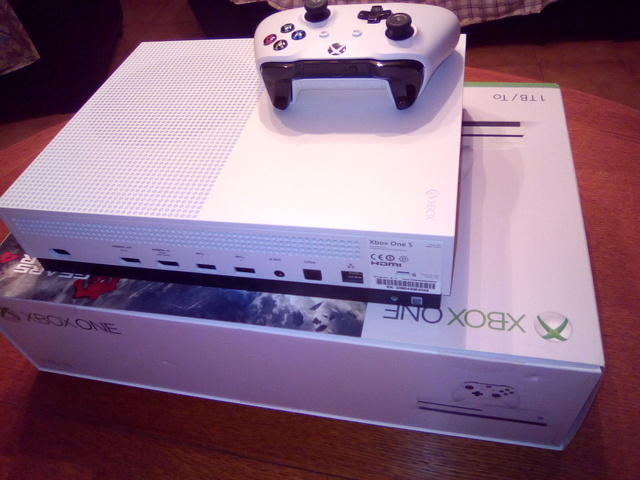 (VDS) Xbox one s comme neuve  17090503572721095815256111