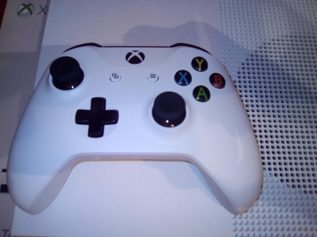 (VDS) Xbox one s comme neuve  17090503575521095815256117