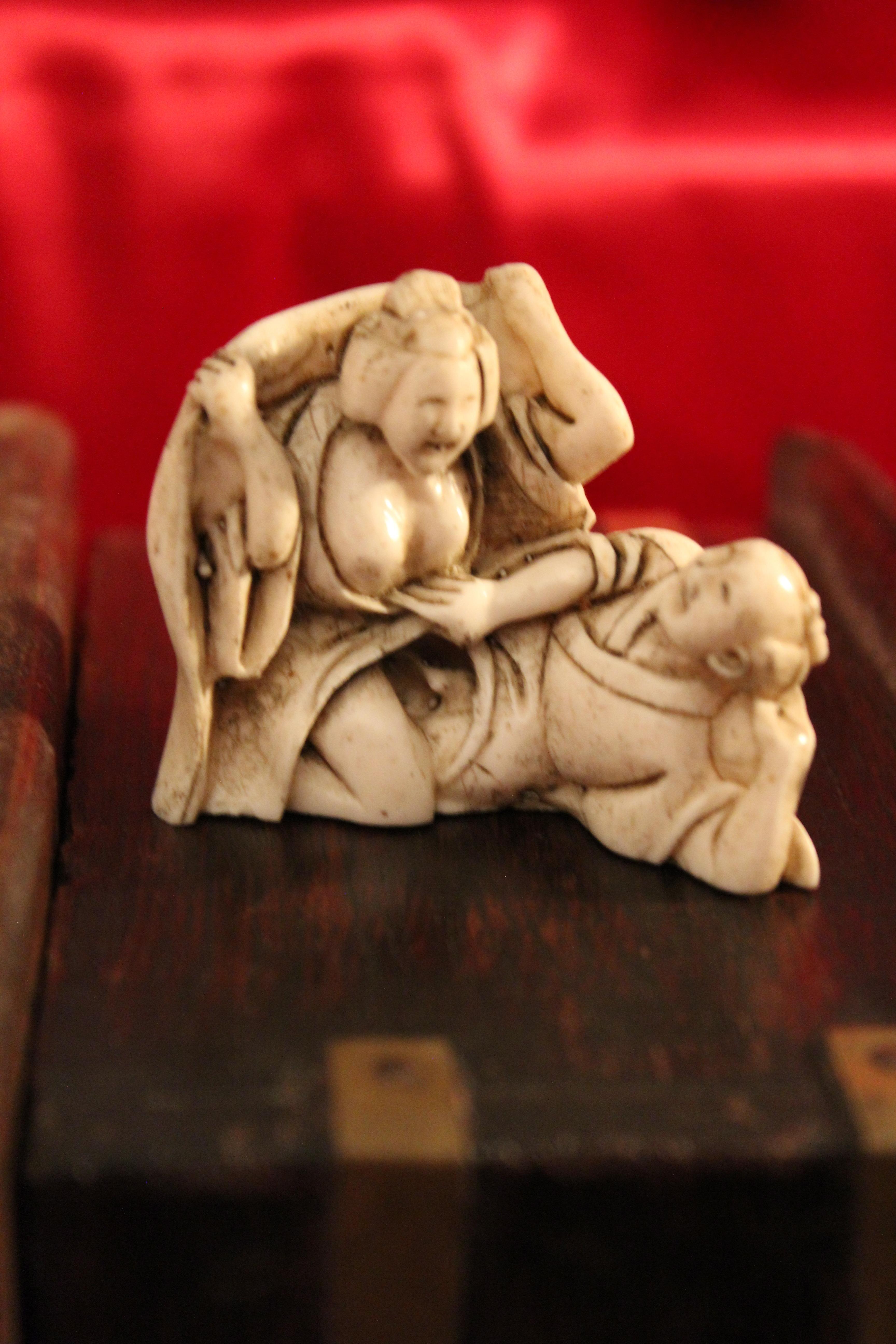 CURIOSA ANCIEN EROTIQUE STATUETTE SCENE COUPLE LIBERTIN KAMASUTRA superbe patine - IMG_1439