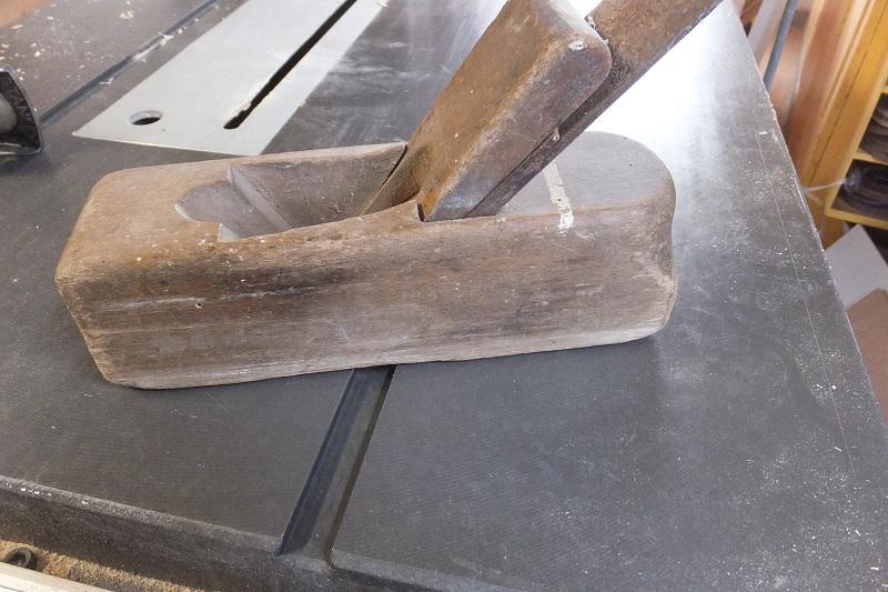 Restauration ? Fabrication d'un petit rabot en bois  17122909390318313815430767