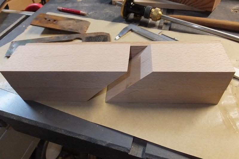Restauration ? Fabrication d'un petit rabot en bois  17122909392918313815430773