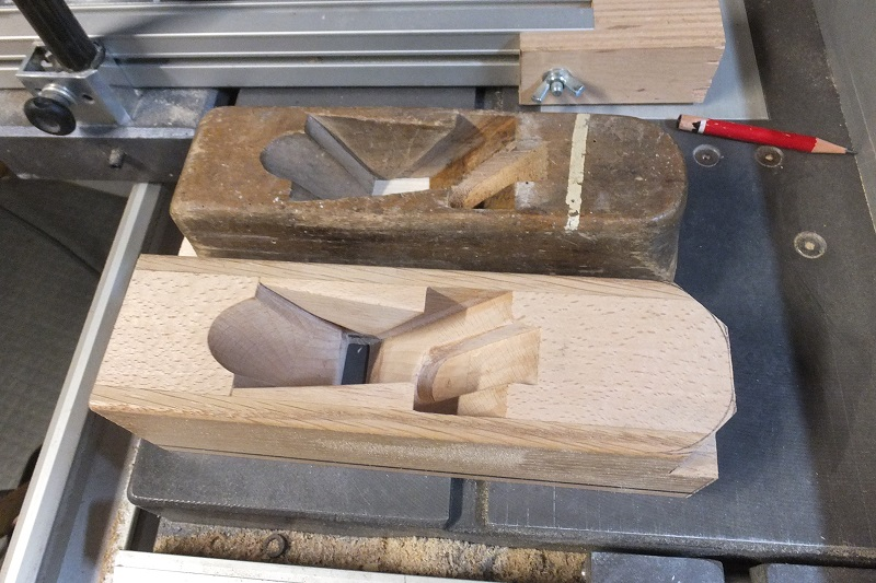 Restauration ? Fabrication d'un petit rabot en bois  17123011103618313815431736