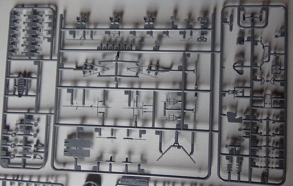 [HMS Prince of Wales] au 700e, kit Flyhawk, ouverture de boite 18012107533623134915487465