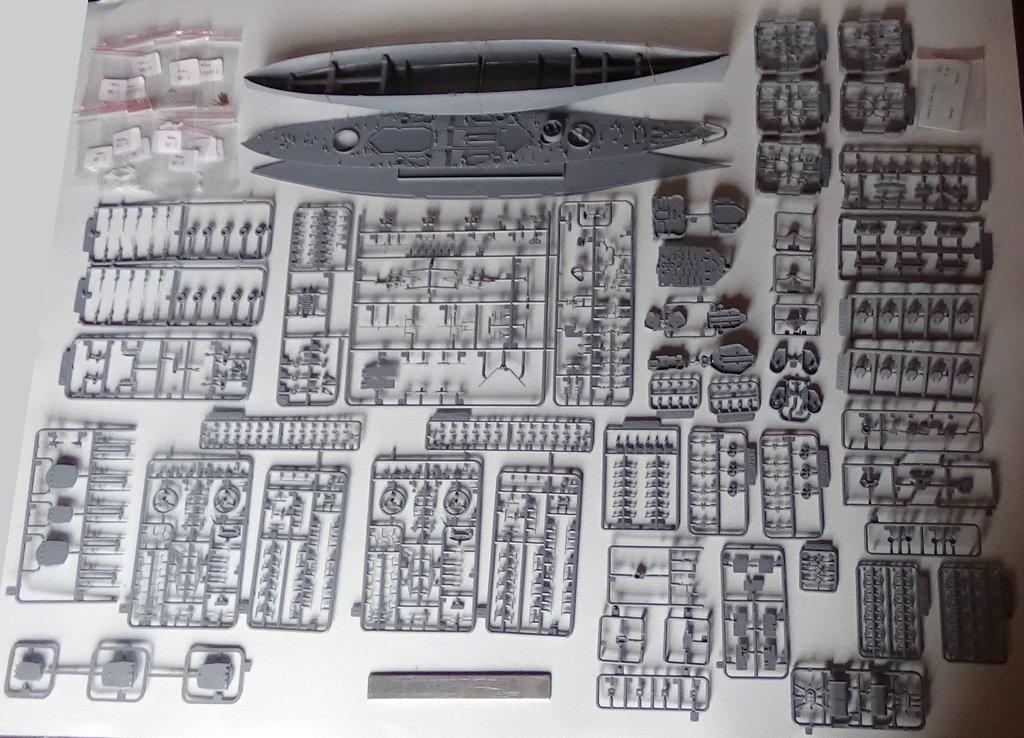 [HMS Prince of Wales] au 700e, kit Flyhawk, ouverture de boite 18012107551823134915487476